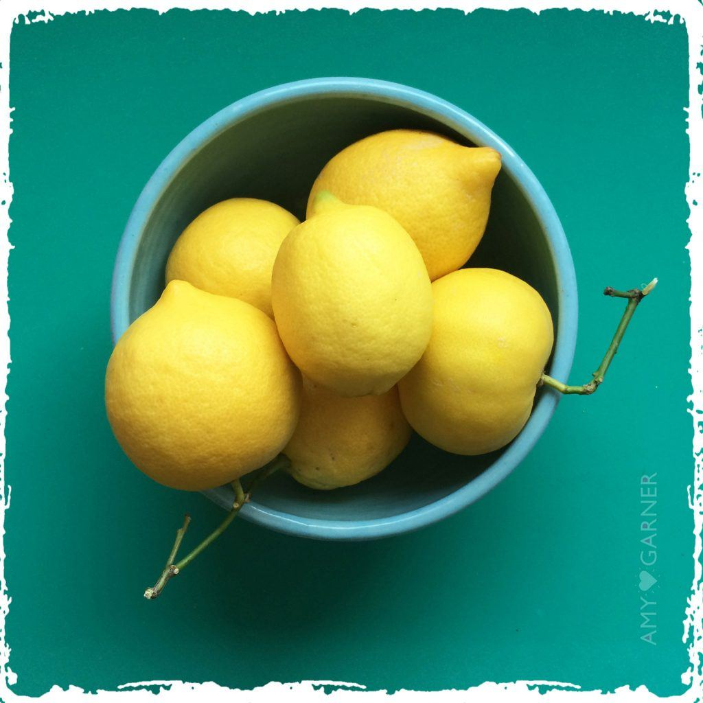 Healing Properties of lemon showing a bowl of lemons