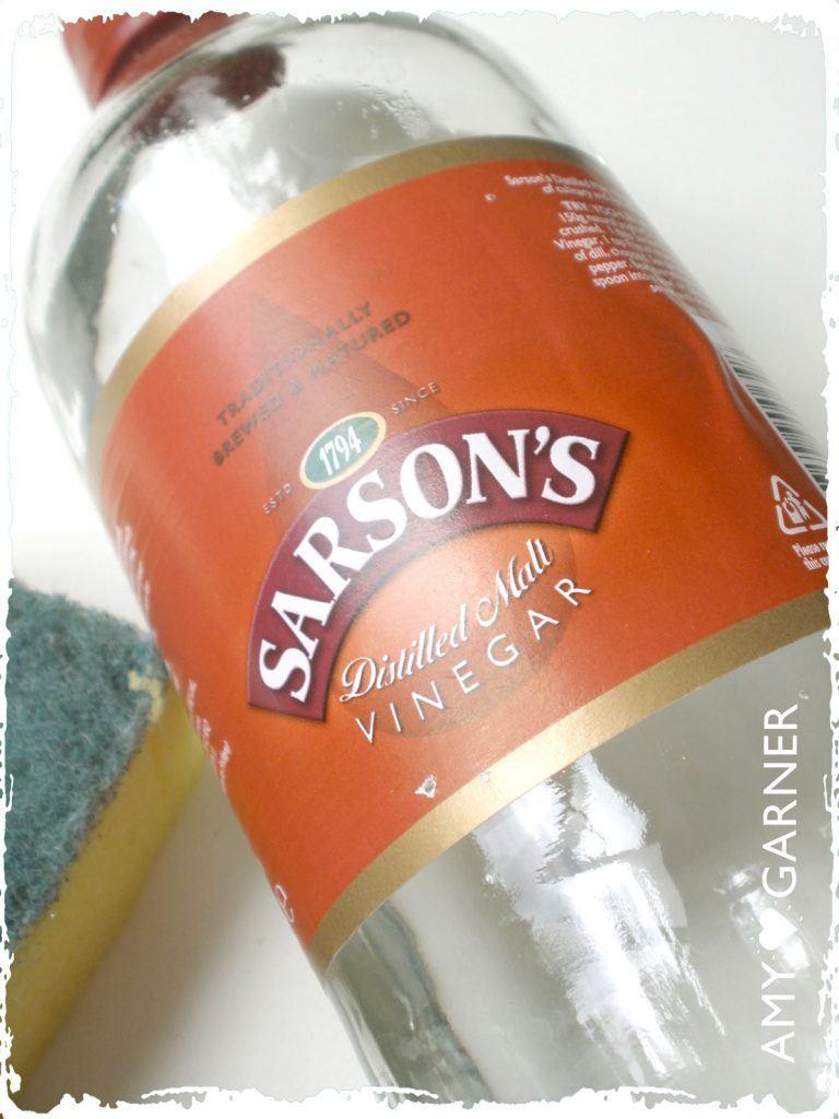 White vinegar for cleaning with lemon